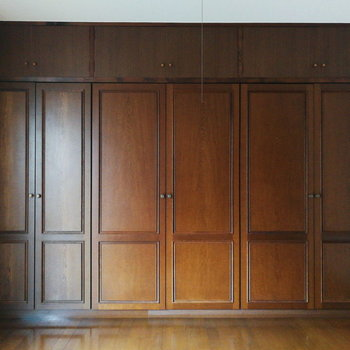 【2階部分】壁一面が収納です。