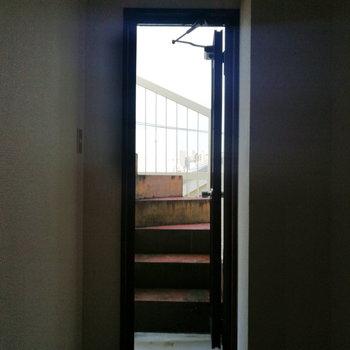 【2階部分】さて、ルーフバルコニーへ上がりましょう。