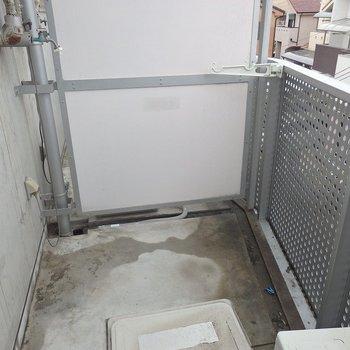洗濯機は外置きなのです・・・。(※写真は3階の同間取り別部屋のものです)