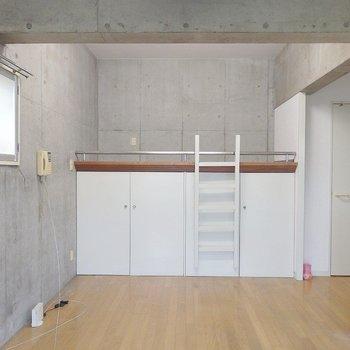 お部屋の中はこんな感じ。(※写真は3階の同間取り別部屋のものです)