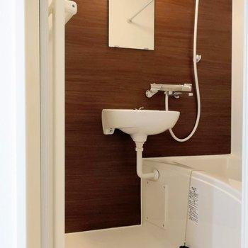浴室換気乾燥機付き。雨の日寒い日、助かりますね。