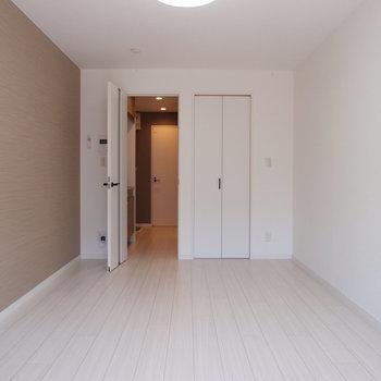 ドアや建具は白くね