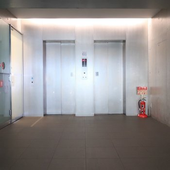 エレベーターは2基も!