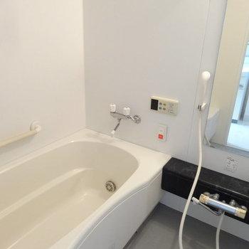 浴室は追焚に乾燥機付き!(※写真は反転タイプ別部屋のものです)