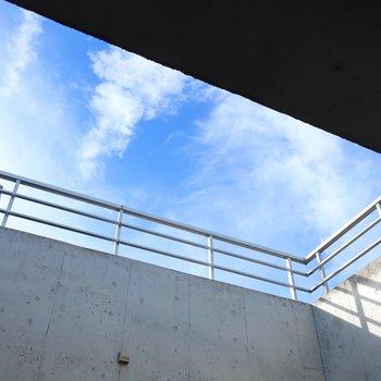 吹き抜けから見える空さえも絵になるなぁ。。