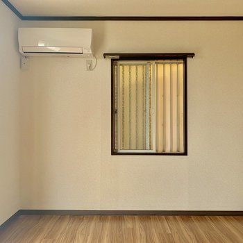 【洋室①】ダイニングキッチン横のお部屋です