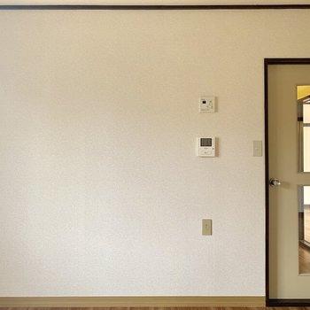 【DK】真っ白な壁です