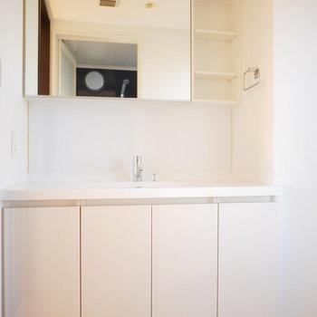 洗面台は広いしスタイリッシュ!(※写真と文章は前回募集時のものです)
