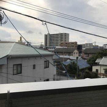 住宅しか見えないけど見晴らしは良い!(※写真は2階の同間取り別部屋のものです)
