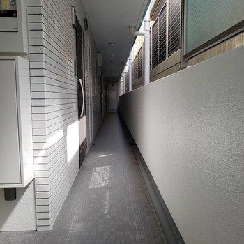 お部屋は1番奥の角部屋です。