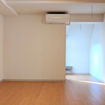 左壁沿いにソファが置けそう※ 写真は前回募集時のものです