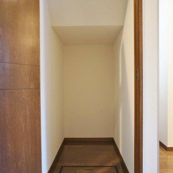 階段下には掃除用具を!
