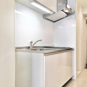 キッチンも白で清潔感がありますよ。