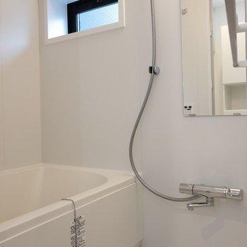 追い焚きに浴室乾燥機能付き!※写真は1階の同間取り別部屋のものです