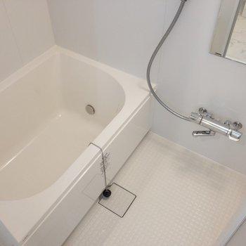 浴槽も広々ですね。※写真は1階の同間取り別部屋のものです