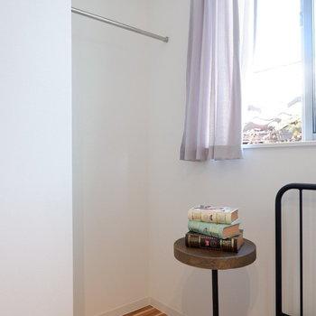 オープンクローゼットが寝室にあります。※写真は前回募集時のものです