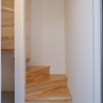 玄関は1階部分に。※写真は前回募集時のものです