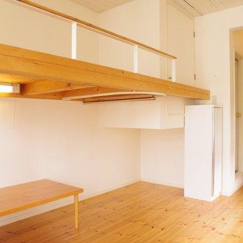 玄関と収納、ロフトの配置
