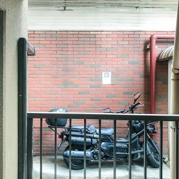 眺望は、敷地内の駐輪場が丸見え…