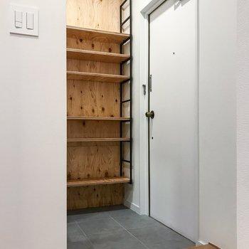 玄関は、お部屋の中が丸見えにならないようになっています