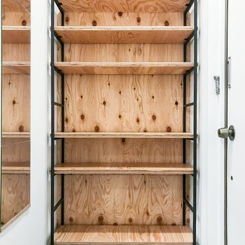 オープンの収納は、上段は飾り棚にしてもいいかも!
