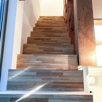 階段登っていきましょう!
