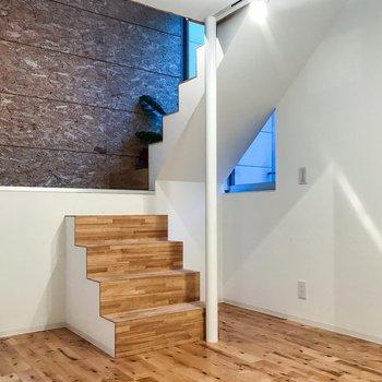 階段を登って、おりて。