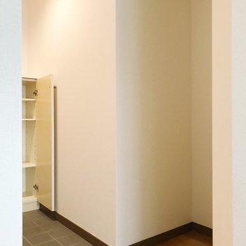 キッチンお向かいのスペース。すっぽりハマる棚を置きたいな。