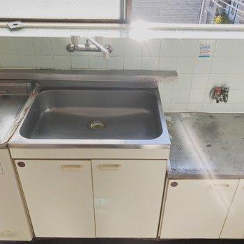 【工事前】キッチンはTOMOSオリジナルのものに交換!
