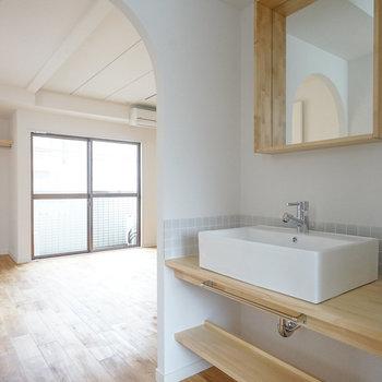 洗面台の位置も良い感じ!※写真は前回施工した2階のお部屋のもの