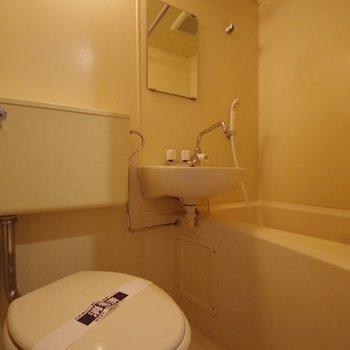 【工事前】浴室はシャワールームへ大変身!※写真は反転間取り別部屋のものです。