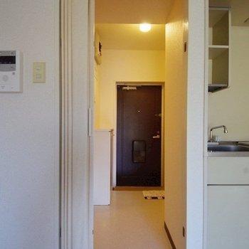 【工事前】パーテーションを外し、開放的にします!※写真は反転間取り別部屋のものです。