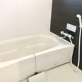 バスルームの浴槽広い!
