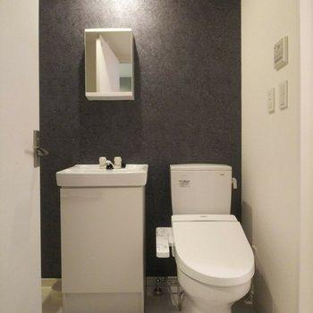 色調の異なる壁が映えています。※写真は3階の反転間取り別部屋のものです
