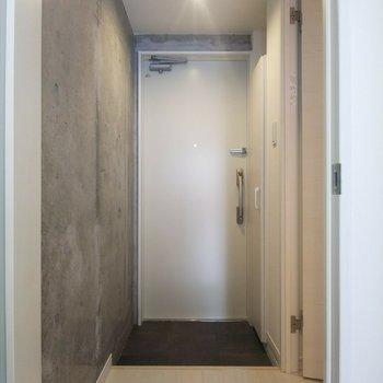 広々とした玄関が嬉しい!※写真は3階の反転間取り別部屋のものです