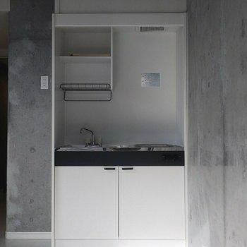 キッチンはスマートながらも機能性バッチリ◎※写真は3階の反転間取り別部屋のものです