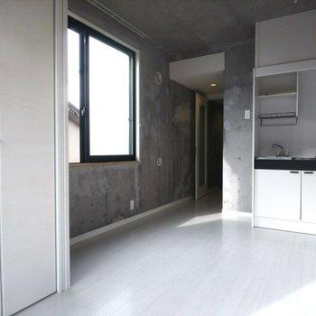 ひとり暮らしに十分なサイズです。※写真は3階の反転間取り別部屋のものです