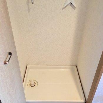 洗濯置き場は玄関横。扉つきなので隠せます!