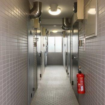 きれいな共用廊下。※写真は前回募集時のものです