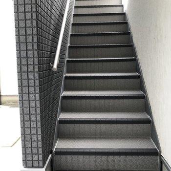 エレベーターがないので階段です!