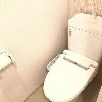 トイレはウォシュレット付き◎※写真は2階の反転間取り別部屋のものです。