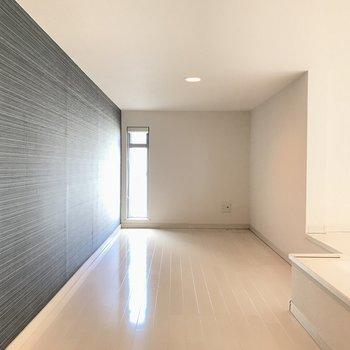 奥行きあります。※写真は2階の反転間取り別部屋のものです。