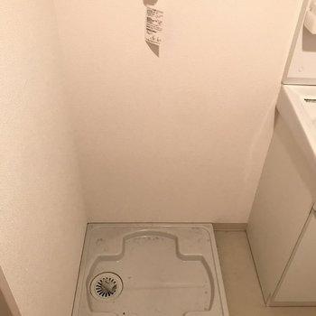 室内洗濯機置き場もしっかりと◎※写真は2階の反転間取り別部屋のものです。