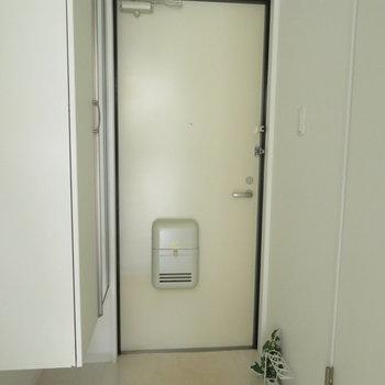 玄関もしっかりとした大きさです