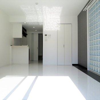 壁際に光の集会所