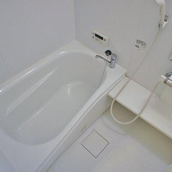 お風呂の広々しています♪