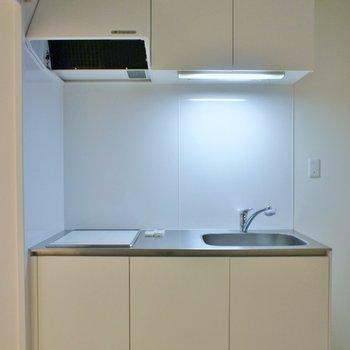 キッチンはホワイトでシンプルに