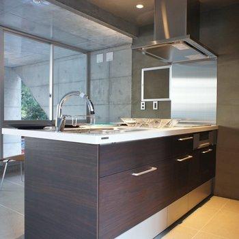 ゆったりとしたキッチン※写真は前回募集時のもの。
