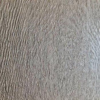 この凹凸が本物の木のようで、ナチュラルな雰囲気。
