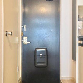 玄関と廊下は段差があるので、ホコリが入りにくいです。